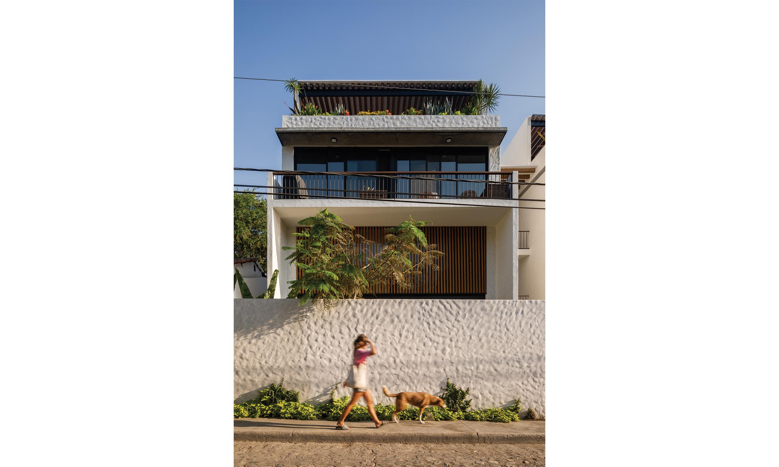 main_office_casa_galería_rafaél_gamo_1065_front_view