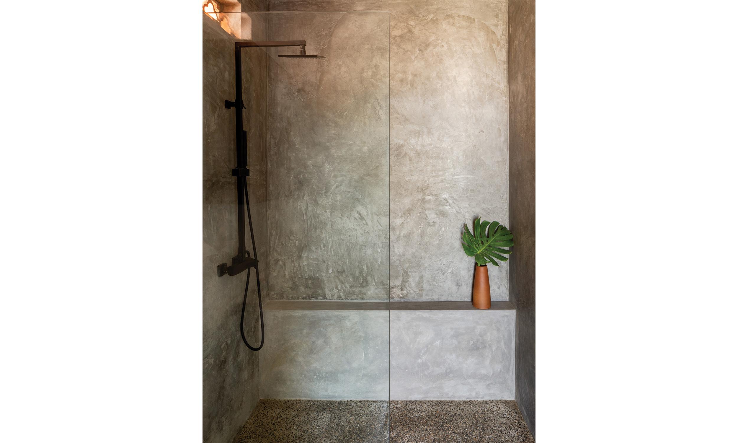 main_office_linda_theresia_rafaél_gamo_511_shower